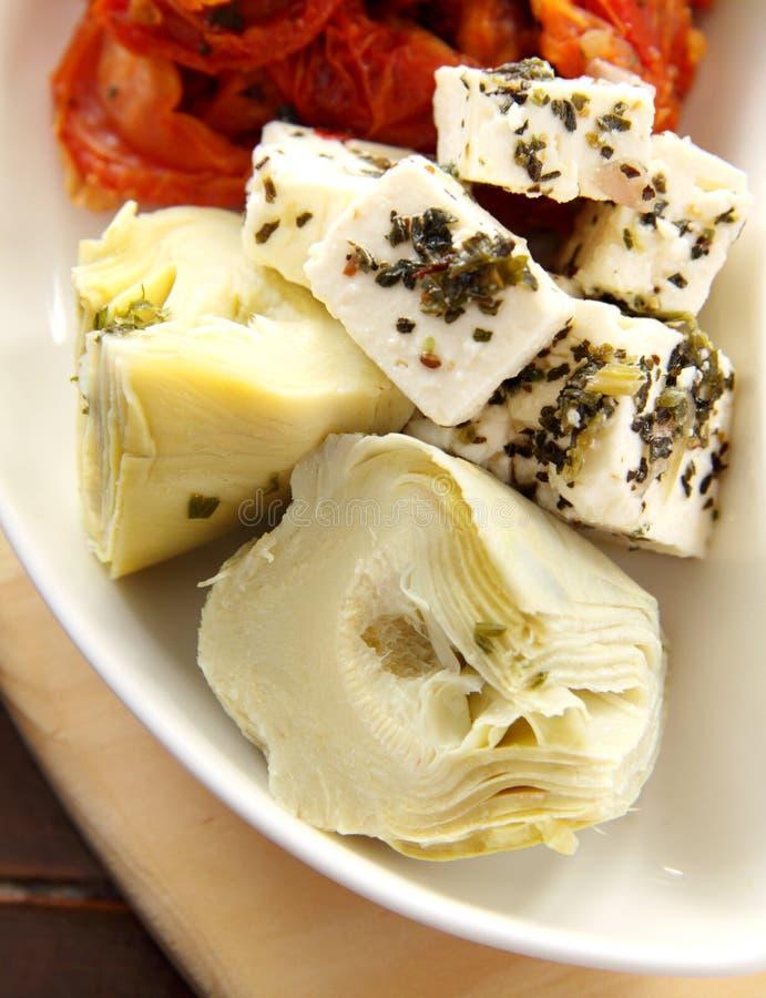 Alcachofras e queijo de feta foto de stock royalty free