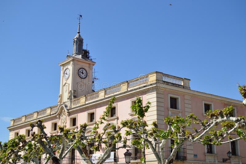 Alcala De Henares Stad Hall Facade At The Embroidery festivalvagga av Miguel De Cervantes Arkitekturlopphistoria royaltyfria foton