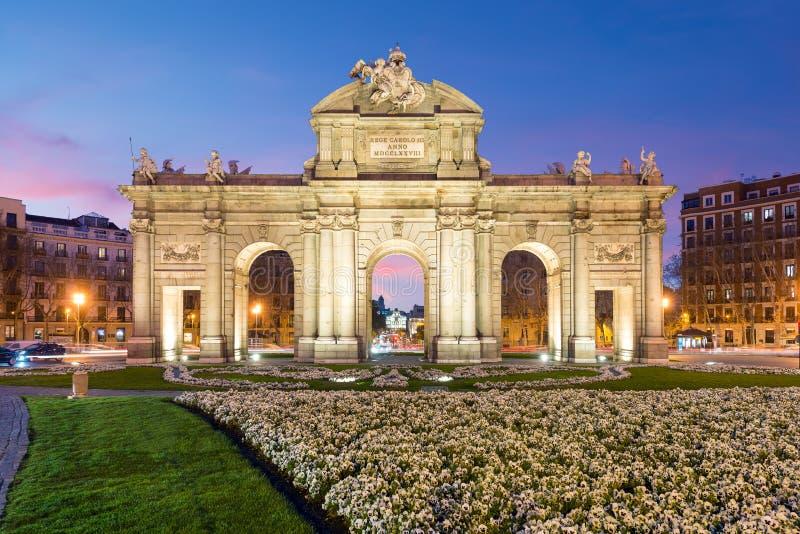Alcala Drzwi Puerta De Alcala jest jeden Madryt ancien zdjęcia stock