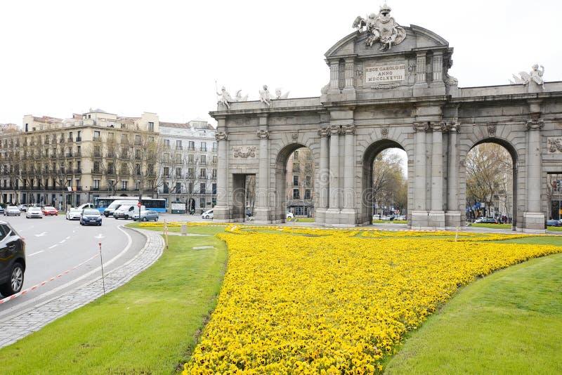 Alcala Gate Puerta de Alcala στη Μαδρίτη, Ισπανία στοκ εικόνες με δικαίωμα ελεύθερης χρήσης