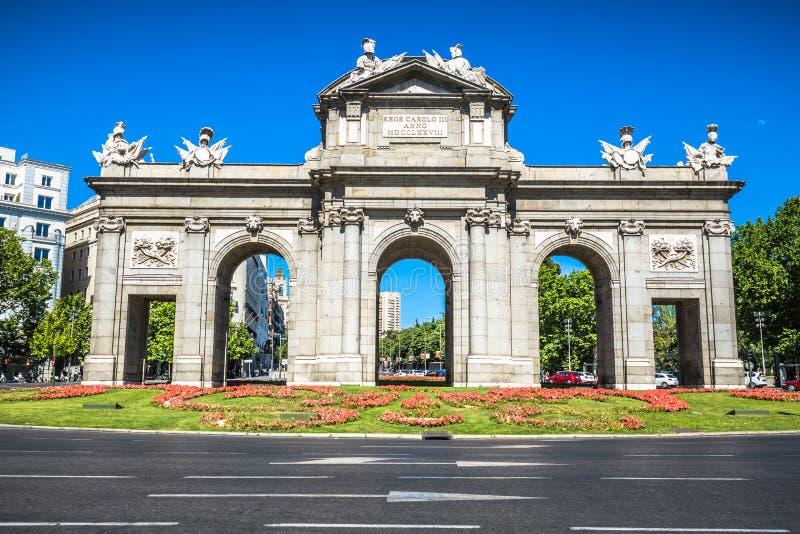 Alcala Gate Puerta de Alcala - monumento nell'indipendenza quadrata fotografie stock libere da diritti