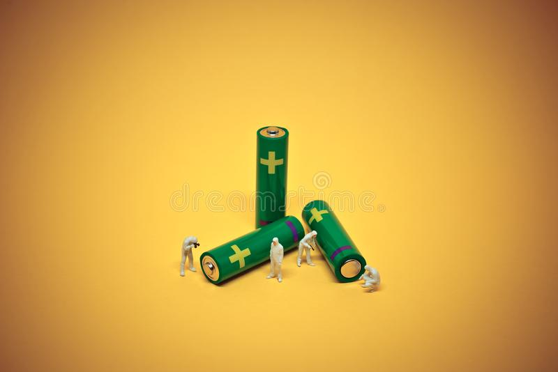 Alcaline baterii utilisation Bateryjny przetwarza pojęcie Makro- p fotografia stock