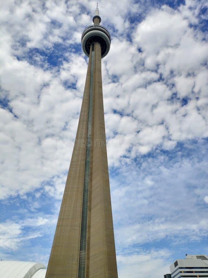 Alcance da torre da NC de Toronto ao céu fotografia de stock royalty free