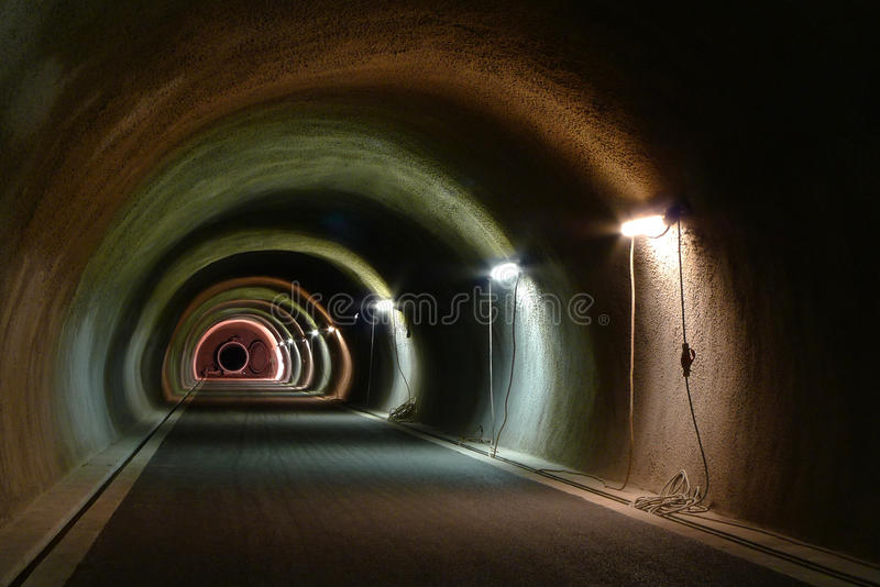 Alcance o túnel fotografia de stock