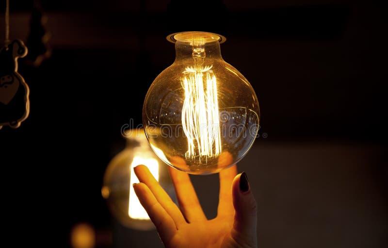 Alcances da mão para a lâmpada imagens de stock royalty free