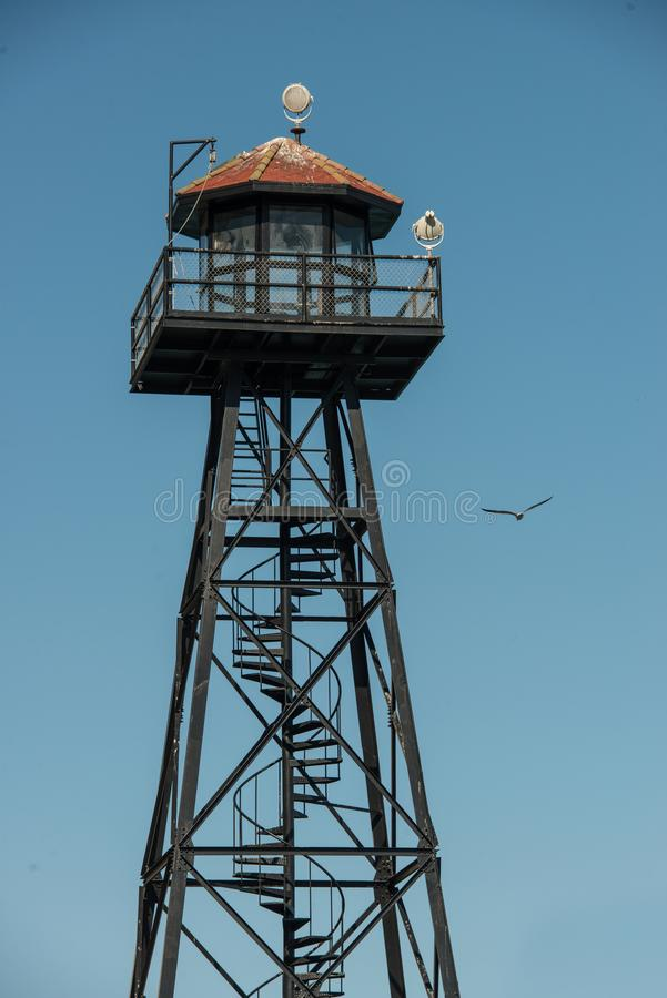 Alcatraz监狱手表塔在旧金山 免版税库存图片