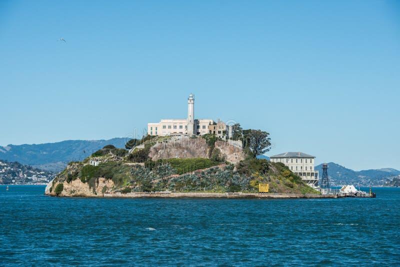 Alcatraz监狱海岛在旧金山热的夏日 免版税库存图片