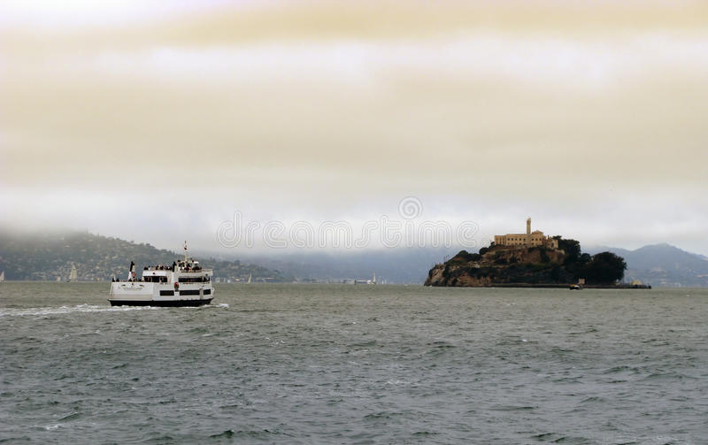 Download Alcatraz курсирует Francisco San Редакционное Фото - изображение насчитывающей круиз, снаружи: 17616221