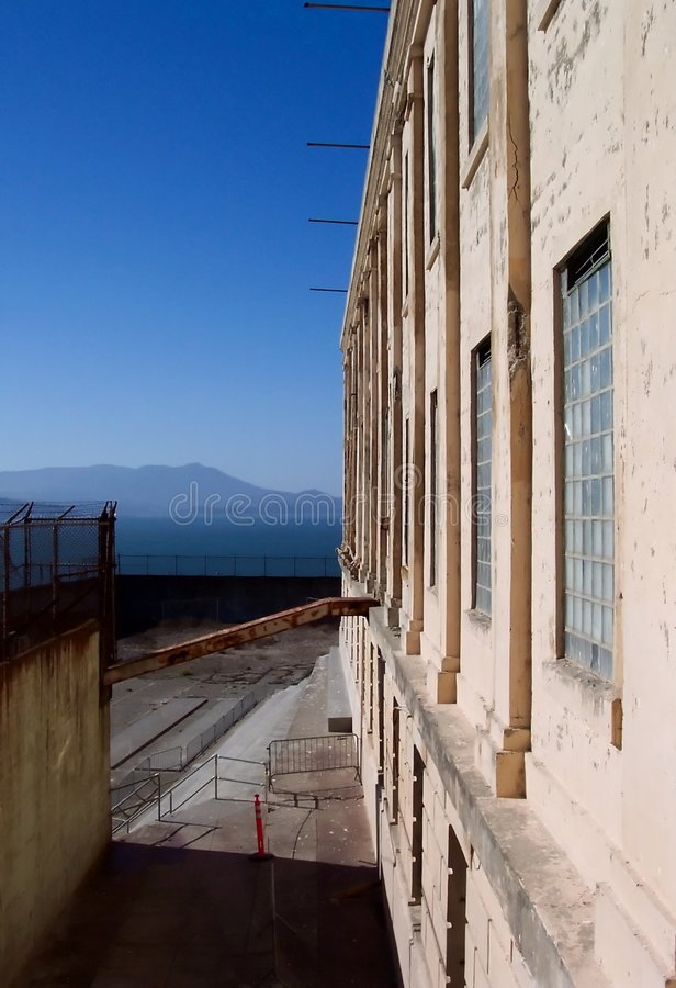 Alcatraz美丽的日监狱 免版税库存照片