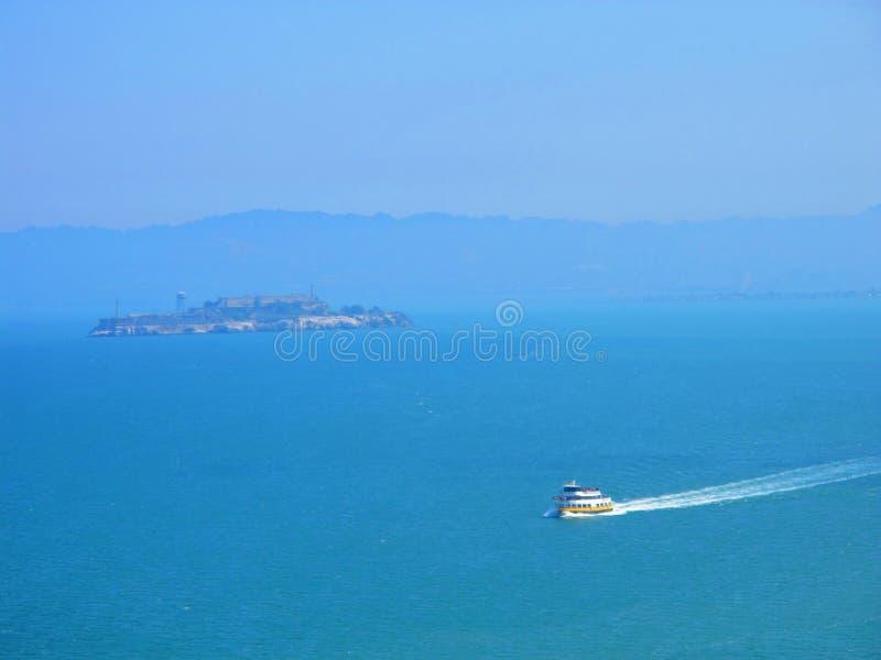 alcatraz en mer images libres de droits