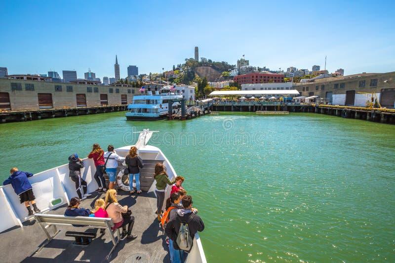 Alcatraz Flayer y paisaje urbano de SF imagen de archivo