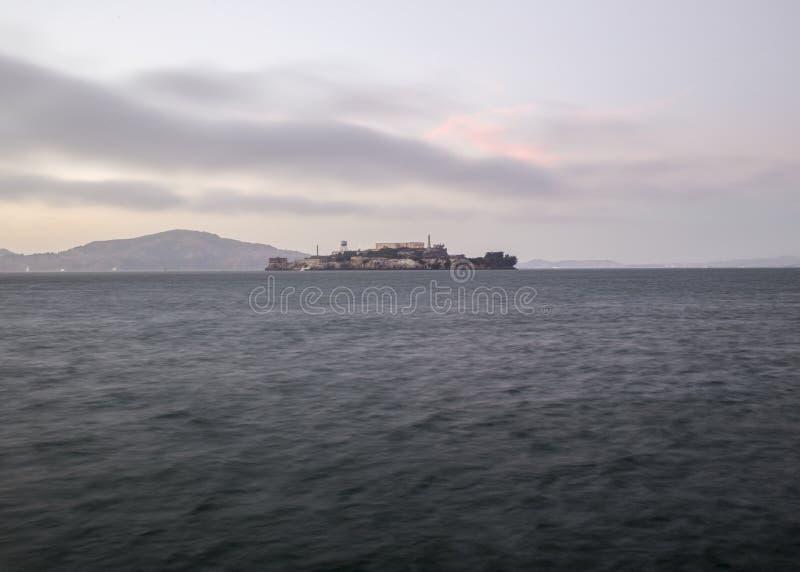 Alcatraz wyspa i San Fransisco zatoka fotografia royalty free