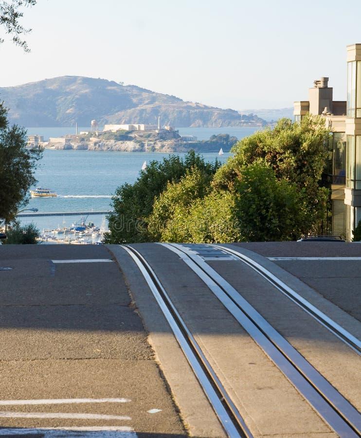Alcatraz y carriles del teleférico imagenes de archivo
