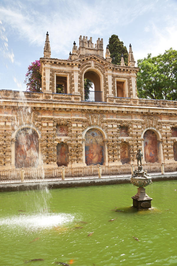 Alcazar av Seville trädgårdar arkivfoton