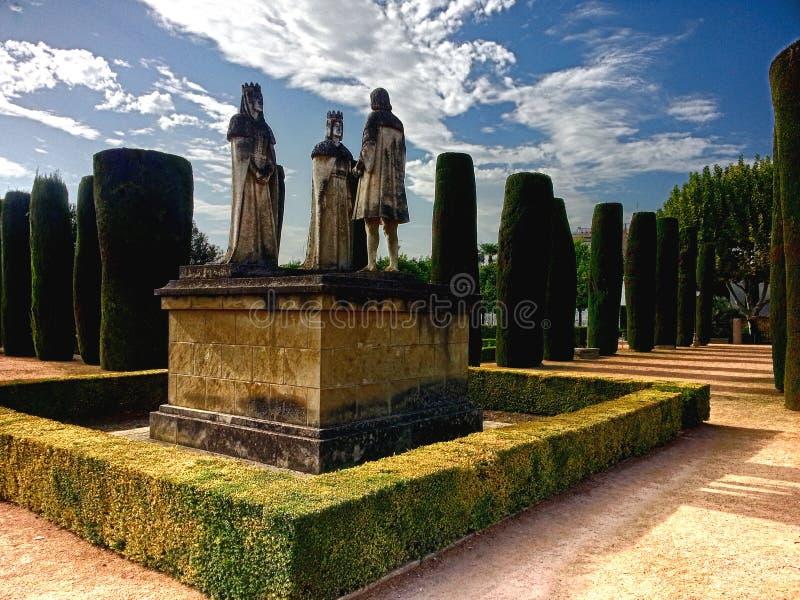 Alcazar de los Reyes Cristianos Monument a Christopher Columbus Pitching His Voyage ad Isabel Ferdinand Cordoba Spain Andalucia fotografia stock libera da diritti