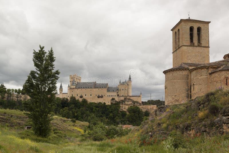 Alcazar de Segovia accanto alla chiesa di Templar di Vera Cruz fotografia stock