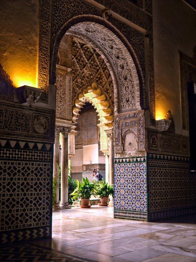 Alcazarslotten i Seville Spanien royaltyfria bilder