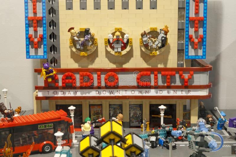 Alcobendas, HISZPANIA, Pa?dziernik 19, 2018 Budynki w wystawie Lego miasto obrazy royalty free