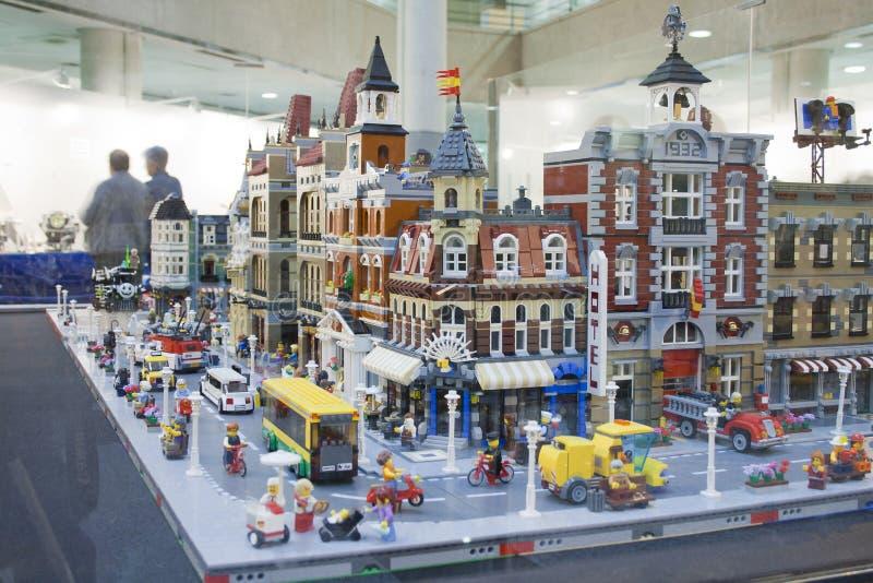 Alcobendas SPANIEN, Oktober 19, 2018 Byggnader i en utställning av Lego City Builded för kulturella asociationmedlemmar för Ö arkivfoto