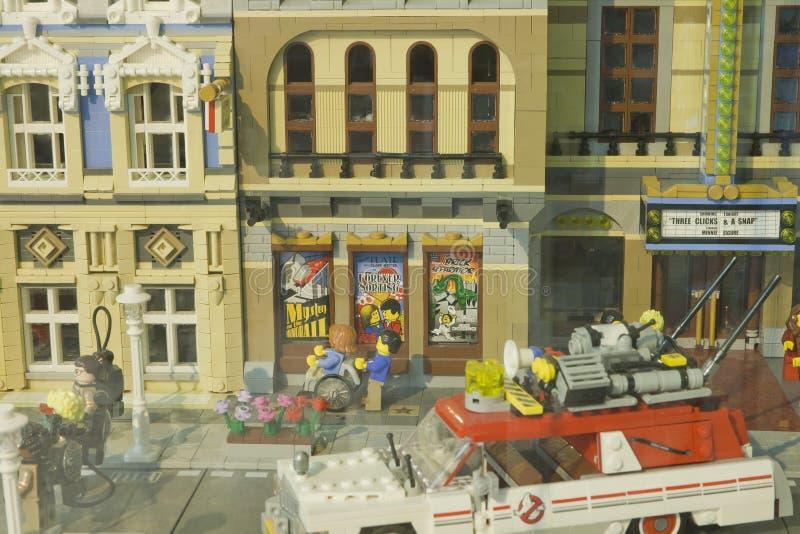 Alcobendas SPANIEN, Oktober 19, 2018 Byggnader i en utst?llning av Lego City fotografering för bildbyråer