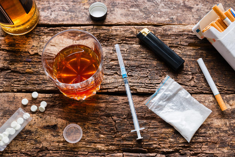 Alcohol, cigarrillos, drogas, píldoras imagen de archivo libre de regalías