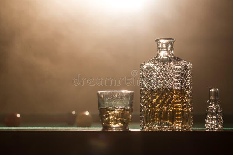 Alcohol en het roken stock foto's
