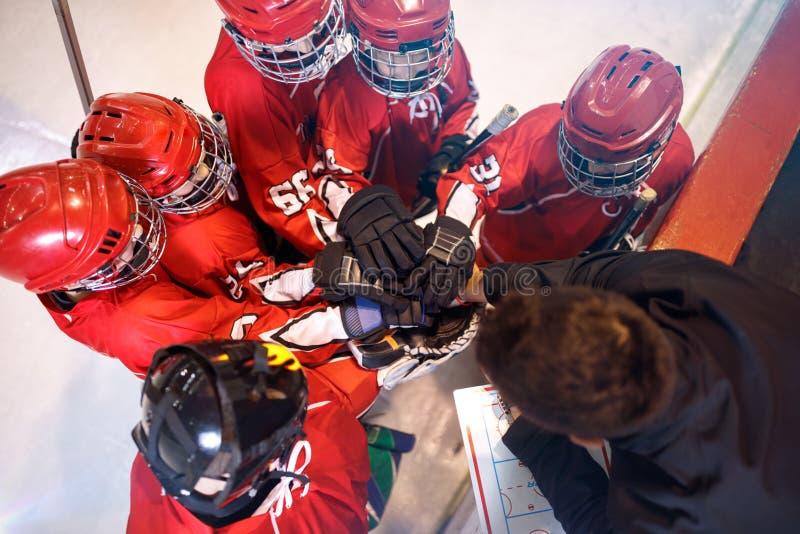 Alcohol fuerte del trabajo en equipo del equipo de hockey junto fotografía de archivo libre de regalías