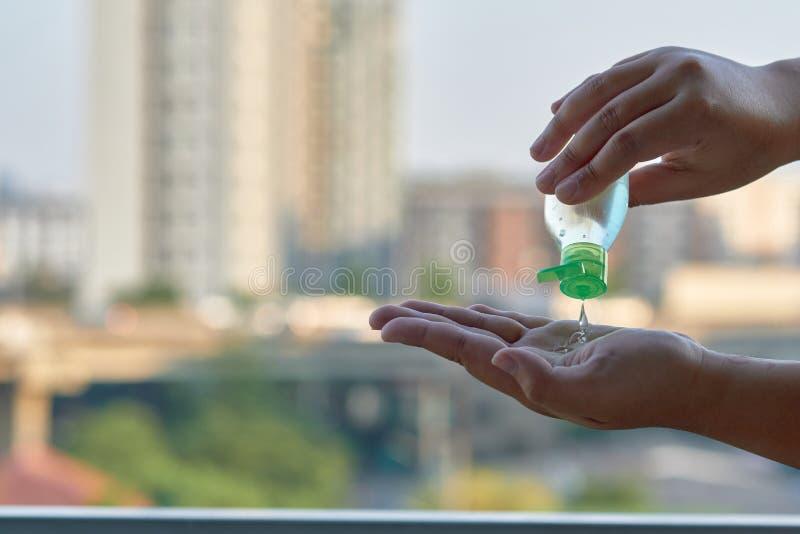 Alcohol Gel sanitazer Flüssige Reinigungshäufer zur Vorbeugung gegen das Corona-Virus covid-19 stockbild