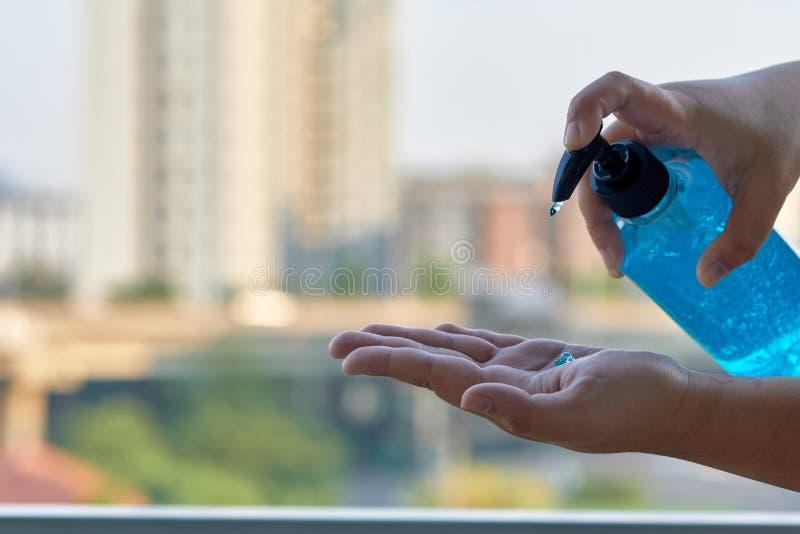 Alcohol Gel sanitazer Flüssige Reinigungshäufer zur Vorbeugung gegen das Corona-Virus covid-19 stockbilder