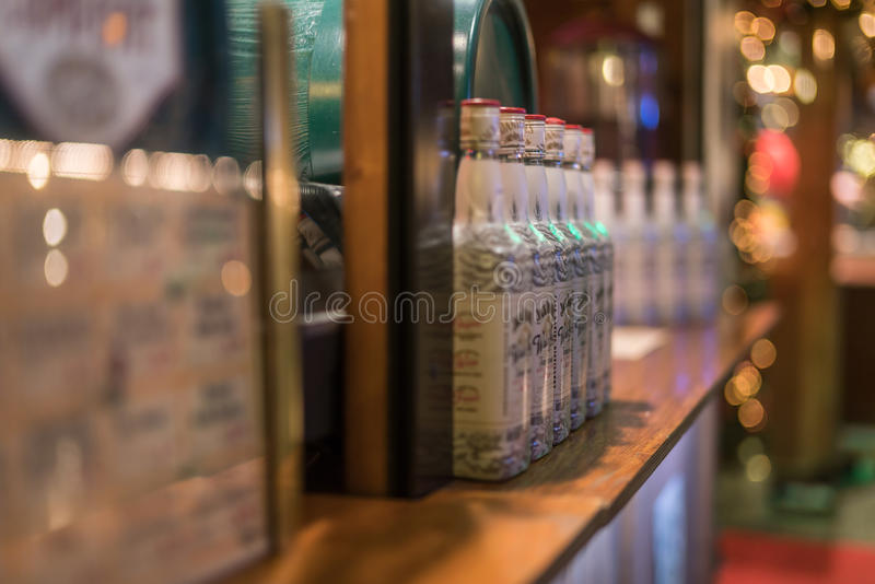 Alcohol op aanbieding bij Breitscheidplatz-Kerstmismarkt stock fotografie