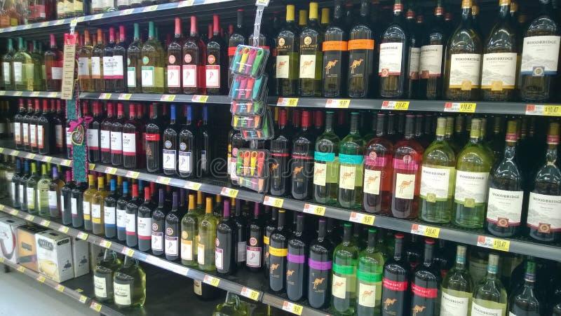 Alcohol op opslagplanken royalty-vrije stock foto