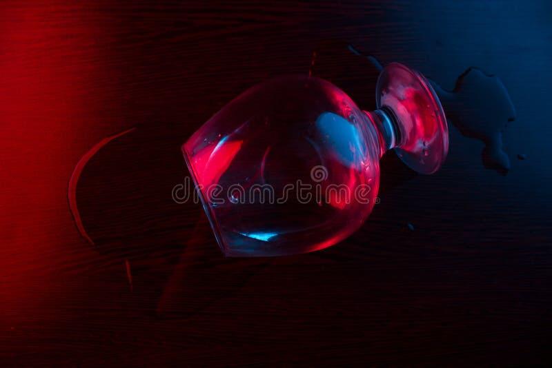 alcohol partido del vidrio imagenes de archivo