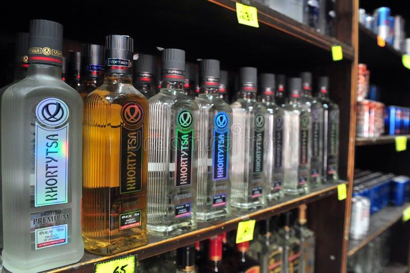 Alcohol - Verkoop van Alcoholische drankakte stock afbeelding