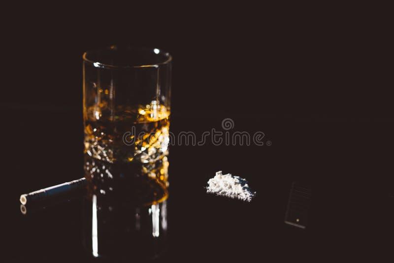 Alcohol y cocaína fotografía de archivo