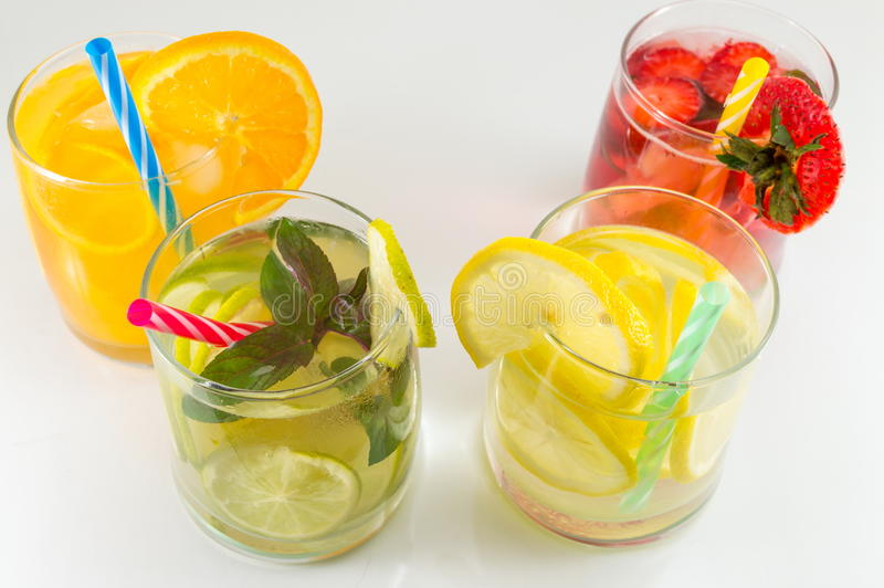 Alcoholische cocktails van het kalkfruit de niet voor de zomerverfrissing stock foto's