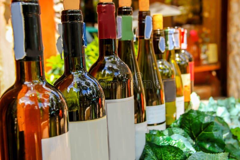 Alcool, barre - établissement de boissons, bouteille, épicerie fine, boisson image libre de droits