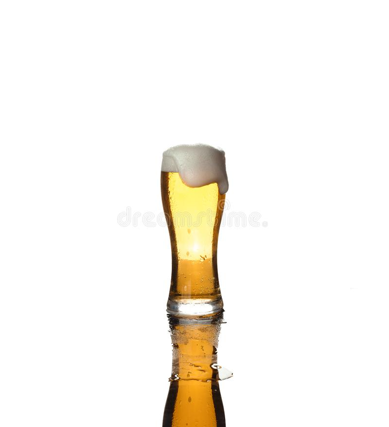 Alcool, bière, d'isolement, verre, blanc, lumière, tasse, pinte, célébration, baisse, cruche, chemin images libres de droits
