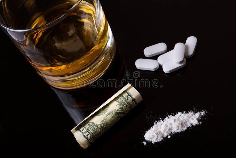 Alcool, drogues et cocaïne photographie stock libre de droits