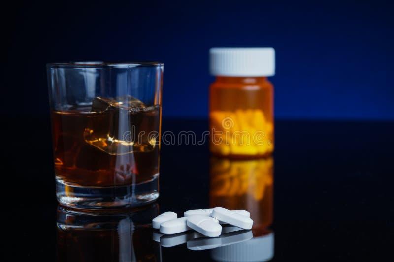 Alcool e medicina fotografie stock libere da diritti