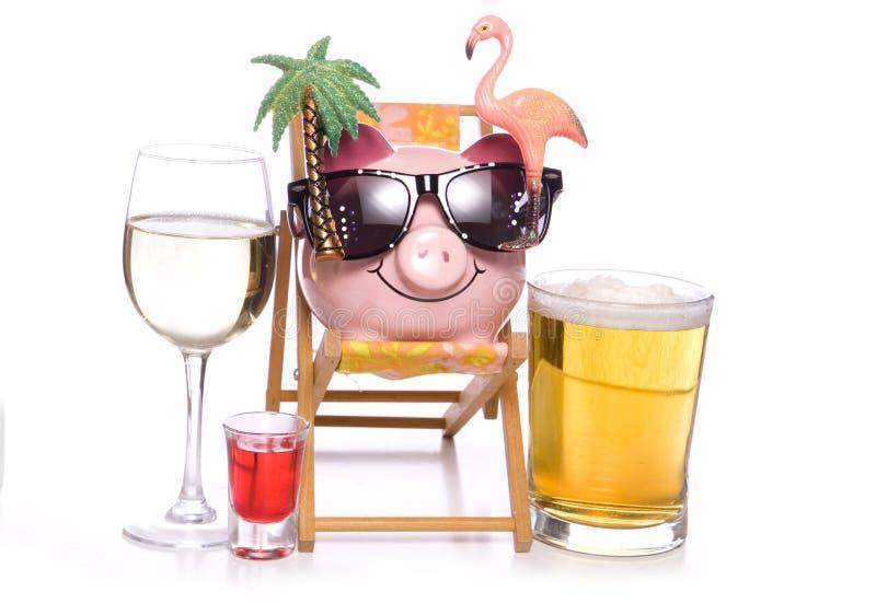 Alcool sul porcellino salvadanaio di festa fotografia stock