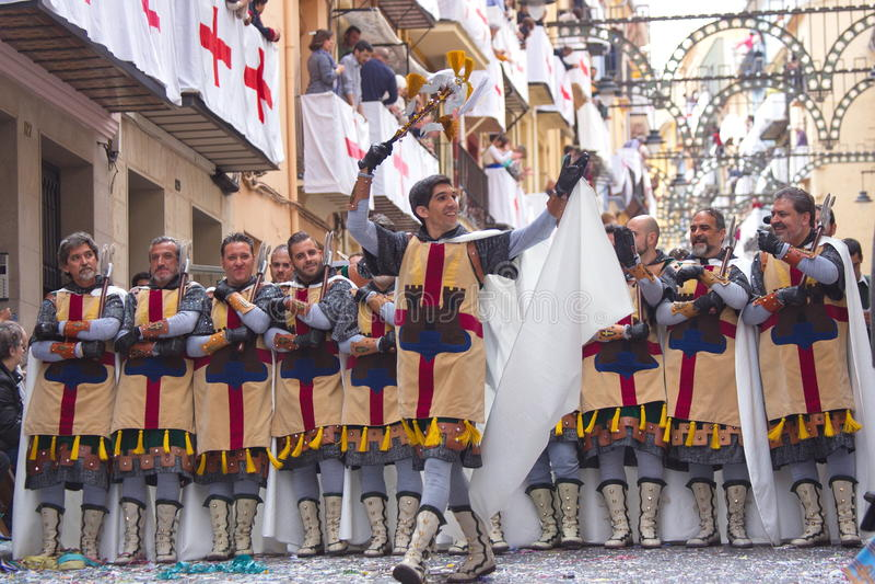 Alcoy Hiszpania, Kwiecień, - 22, 2016: Mężczyzna ubierający jako Chrześcijańska legia m zdjęcia royalty free