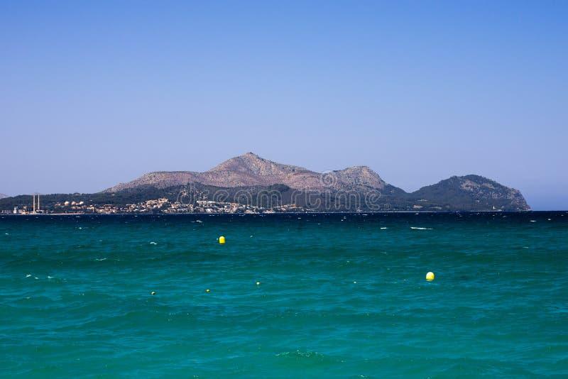 Alcudia海湾和镇,马略卡全景  库存图片