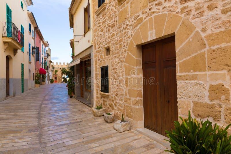 Alcudia老镇在马略卡拜雷阿尔斯的马略卡 库存照片
