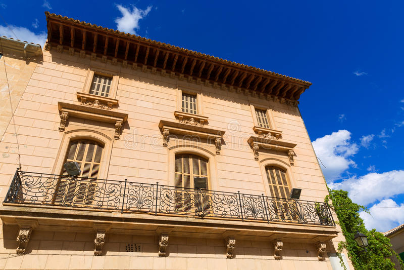 Alcudia老镇在马略卡拜雷阿尔斯的马略卡 免版税库存图片