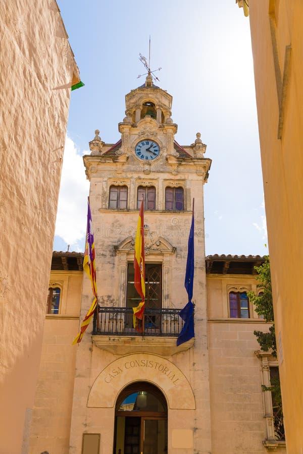 Alcudia miasta Stary Grodzki urząd miasta Majorca Mallorca obrazy stock