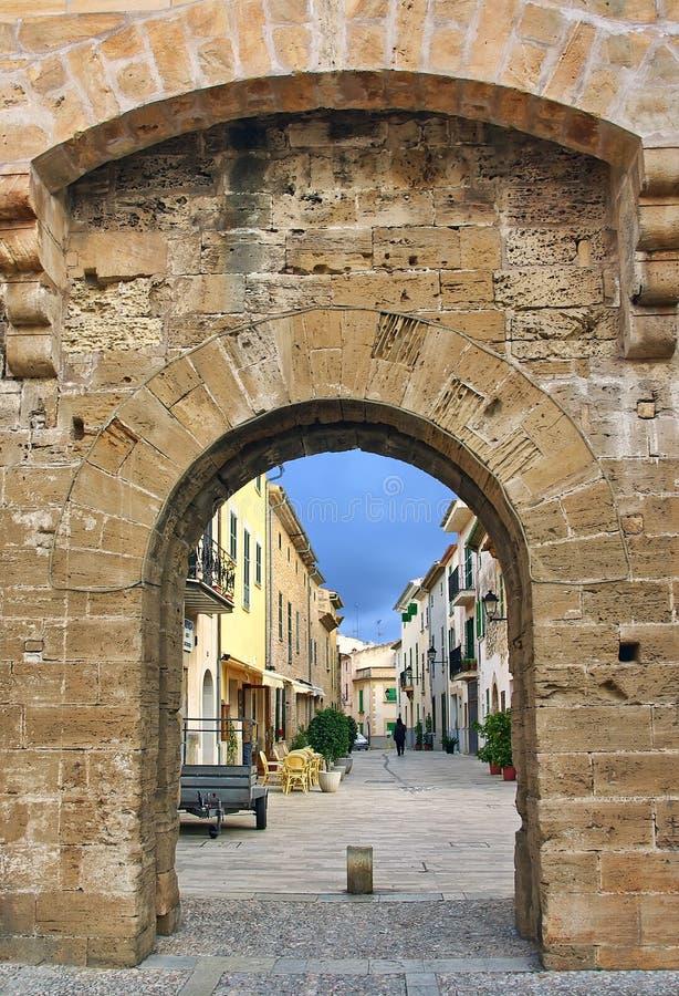 Alcudia mittelalterliches Gatter lizenzfreie stockfotografie