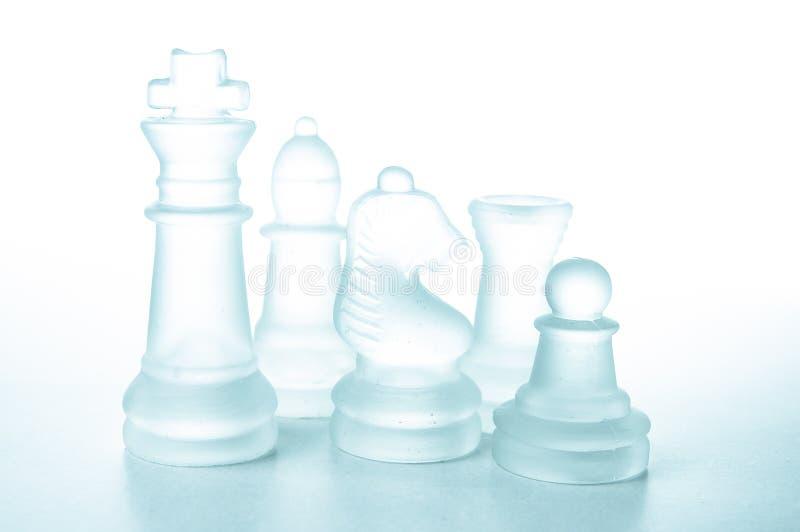 Alcuni pezzi degli scacchi di vetro fotografie stock