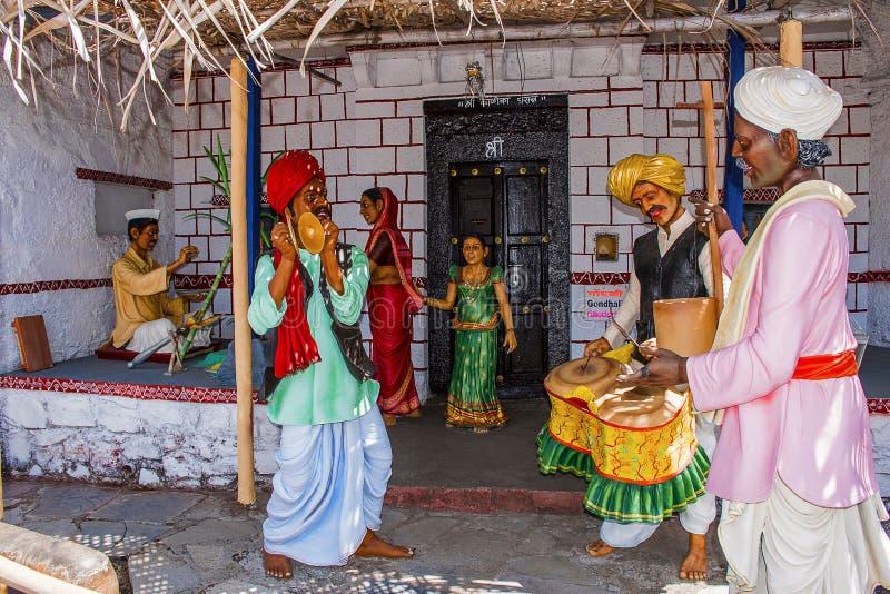 Aldeões que executam Bhajan e Kirtan, museu da escultura, matemática de Kaneri, Kolhapur, Maharashtra fotografia de stock