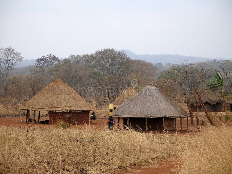 Aldea africana en Mozambique imagenes de archivo