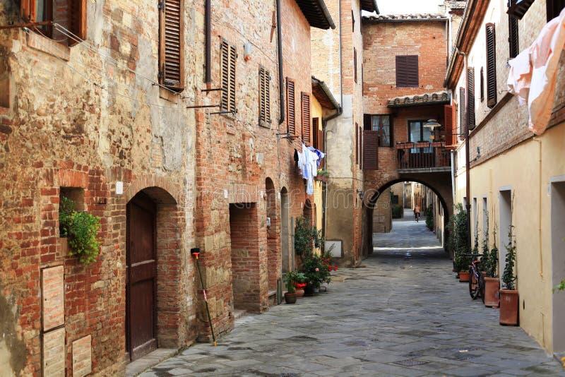 Aldea de Buonconvento, Toscana foto de archivo